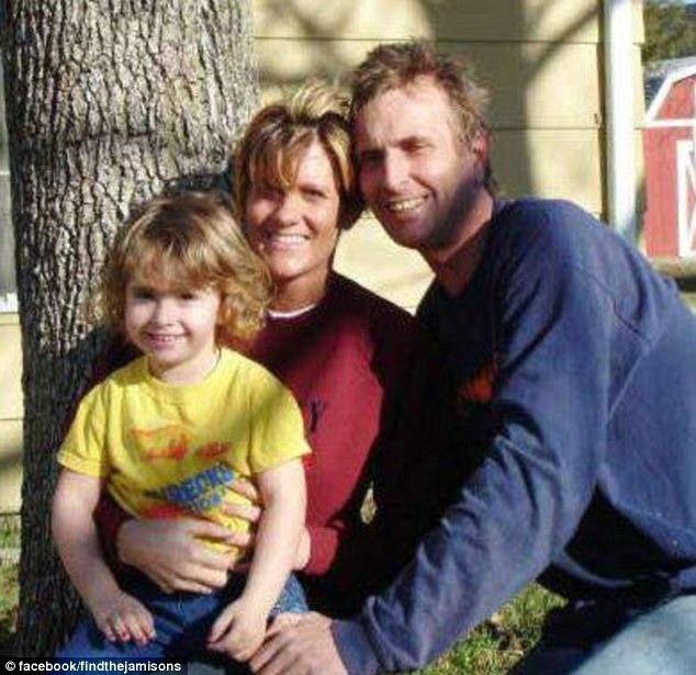 Vụ mất tích bí ẩn của gia đình Jamison và bức ảnh chụp đứa con gái 6 tuổi ngay khoảnh khắc đối mặt với kẻ thú ác gây tranh cãi - Ảnh 1.