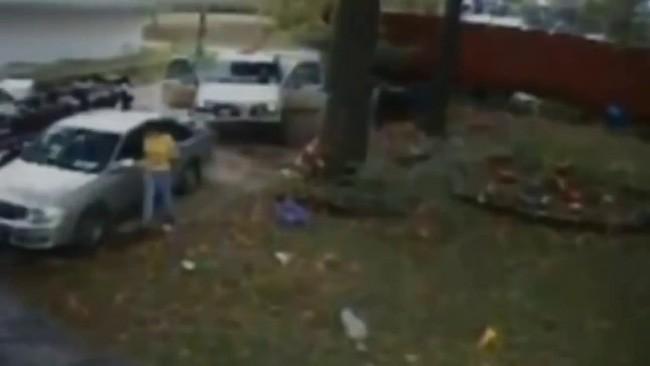 Vụ mất tích bí ẩn của gia đình Jamison và bức ảnh chụp đứa con gái 6 tuổi ngay khoảnh khắc đối mặt với kẻ thú ác gây tranh cãi - Ảnh 2.