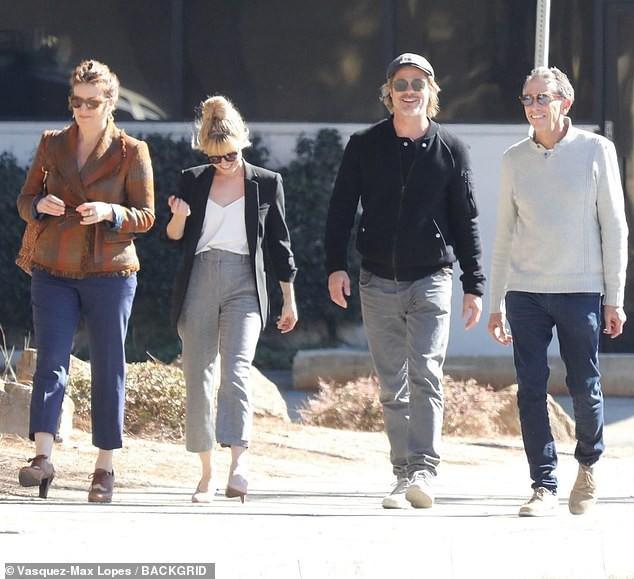 Lần đầu xuất hiện sau tin đồn hẹn hò, Brad Pitt và Charlize Theron phản ứng thế nào trước paparazzi? - Ảnh 2.