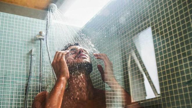 Nghiên cứu mới cho thấy bộ não hoạt động mạnh nhất khi chúng ta không làm gì cả, lý giải vì sao những sáng kiến thường xuất hiện trong nhà vệ sinh - Ảnh 2.