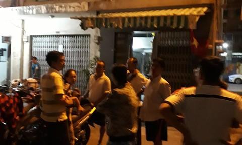 Chung cư ở trung tâm Sài Gòn nghiêng nghiêm trọng, khẩp cấp di dời dân trong đêm - Ảnh 4.