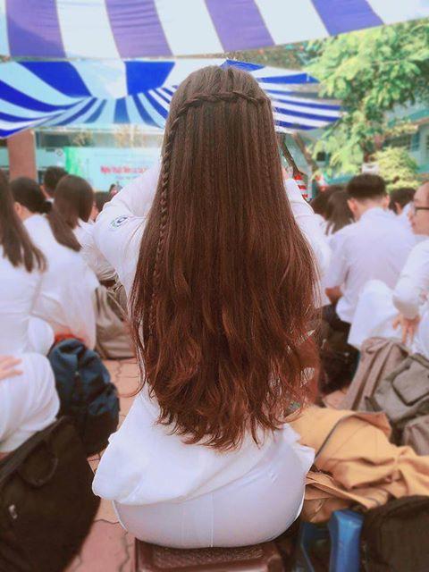 Nữ sinh Việt khiến dân mạng và truyền thông Trung Quốc phát cuồng vì bức ảnh mặc áo dài với mái tóc mây siêu đẹp - Ảnh 2.