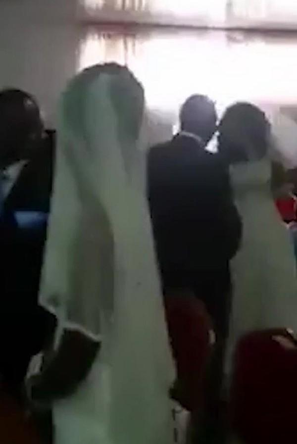 Tình nhân của chú rể xuất hiện trong bộ váy cưới gây náo loạn cả hôn lễ - Ảnh 1.