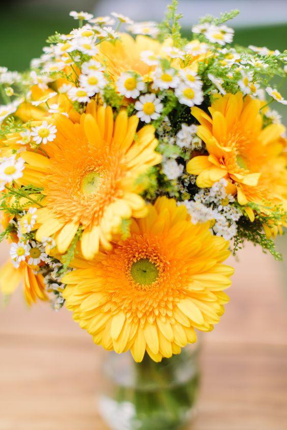 Ngoài đào và quất, những loại hoa này cũng nên được trang trí trong nhà bạn cho Tết thêm đầm ấm sum vầy - Ảnh 7.