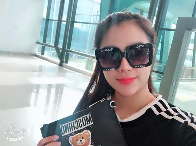Dàn bạn gái cầu thủ Việt: Xinh đẹp, nổi tiếng nhưng chưa hết, họ còn có cuộc sống sang chảnh đáng ghen tỵ - Ảnh 9.