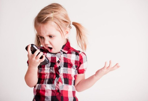 9 tác hại nghiêm trọng của smartphone đối với trẻ em mà cha mẹ ít ngờ tới - Ảnh 2.