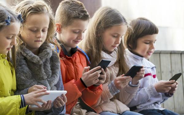 9 tác hại nghiêm trọng của smartphone đối với trẻ em mà cha mẹ ít ngờ tới - Ảnh 6.