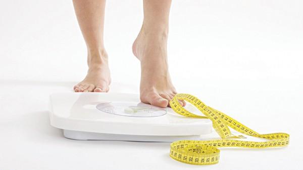 Duy trì cân nặng phù hợp với người trưởng thành - Ảnh 1.