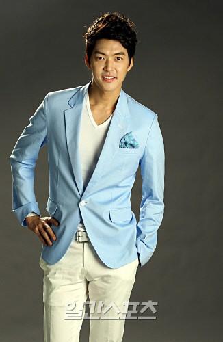 4 tin đồn đồng tính gây sốc nhất lịch sử Kbiz: Yuri và Son Ye Jin yêu tay ba, idol nam cắm sừng nhau - Ảnh 4.