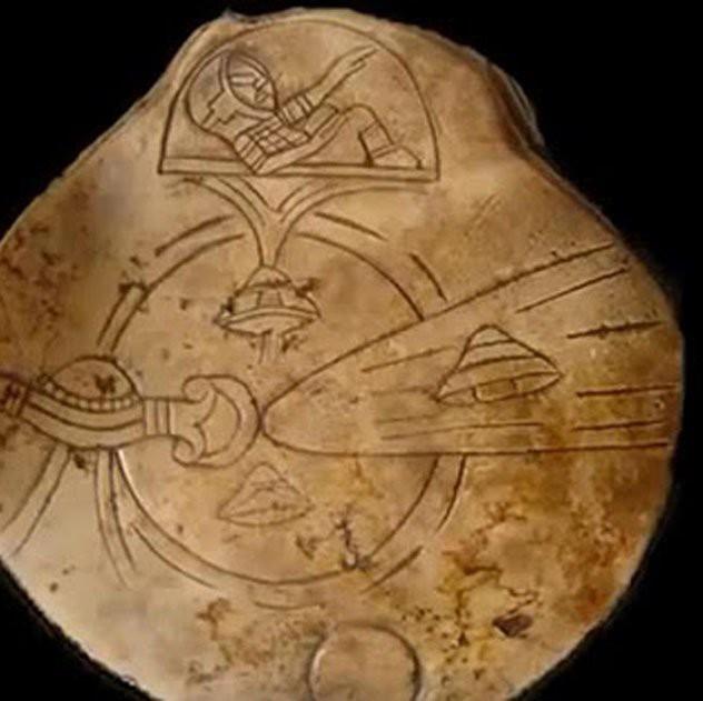 9 cổ vật kỳ lạ: Bằng chứng tố cáo người ngoài hành tinh đã đến Trái Đất? - Ảnh 9.