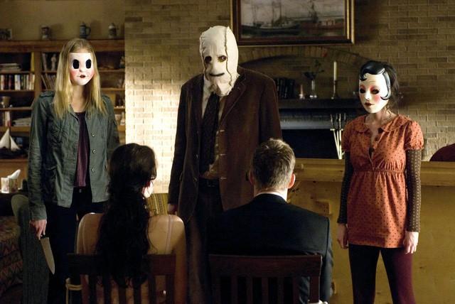 Bí kíp thoát chết trong phim kinh dị qua 7 hành động thiếu muối - Ảnh 1.