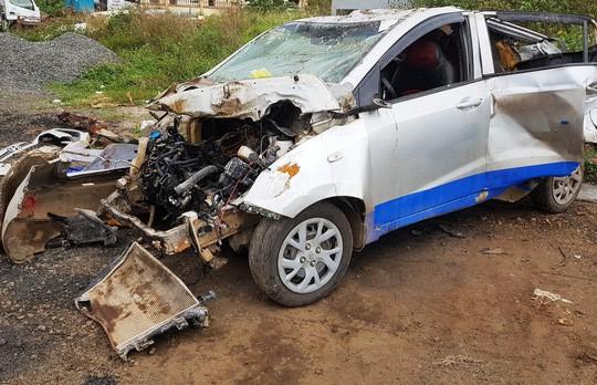 Người phụ nữ say xỉn lái ô tô chở 5 người bạn tông xe máy khiến 3 người tử vong - Ảnh 1.