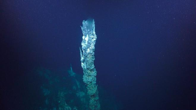 Các nhà khoa học khám phá ra dưới đáy đại dương có một cái hồ úp ngược, tiếp nước cho một thác nước cũng chảy ngược! - Ảnh 3.