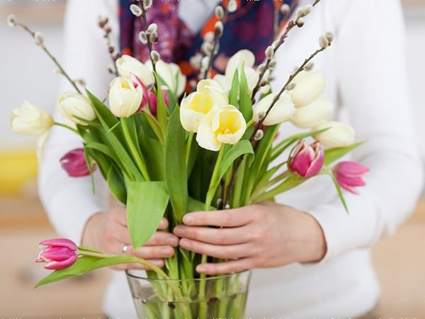 Mẹo giúp hoa tươi lâu trong ngày Tết Nguyên Đán - Ảnh 2.