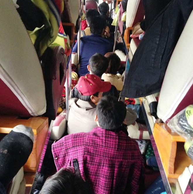 Bên trong những chuyến xe khách ngày cận tết khiến nhiều người ám ảnh - Ảnh 11.