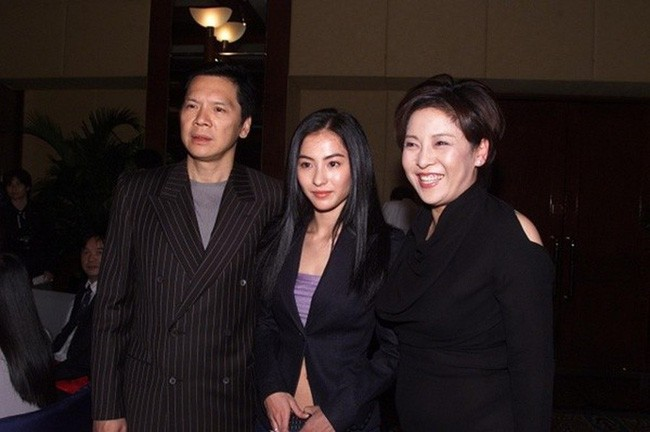 Từng rất thân thiết nhưng vợ của ông trùm xã hội đen lại công khai chỉ trích Trương Bá Chi - Ảnh 1.