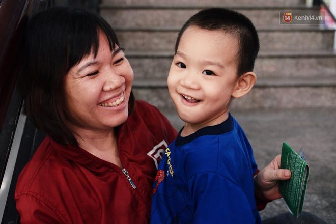 Những nụ cười ở ga Sài Gòn ngày giáp Tết: Trở về sau hơn 19 năm bôn ba nơi xứ người - Ảnh 7.