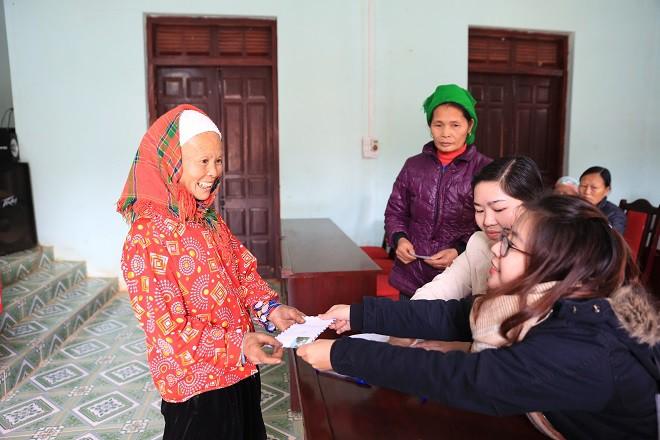 Trao quà Tết tận tay người dân nghèo huyện Bảo Lạc, Cao Bằng - Ảnh 2.