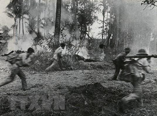 Tổng phản công, cùng quân dân Campuchia đánh đổ chế độ diệt chủng - Ảnh 1.