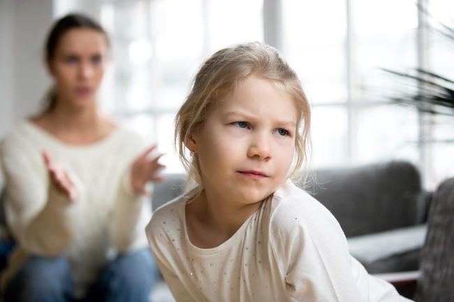 Nếu thấy con có thái độ hỗn hào thiếu tôn trọng thì cha mẹ hãy áp dụng ngay 7 phương pháp này - Ảnh 2.