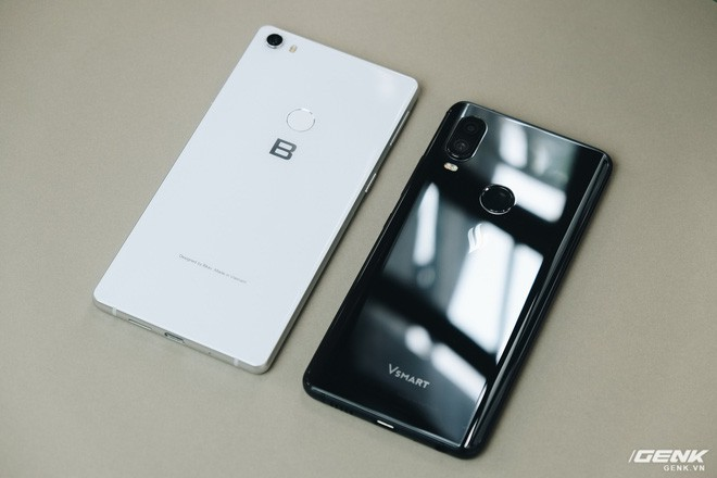 So sánh Vsmart Active 1 và Bphone 3: Smartphone Việt nào đáng mua hơn? - Ảnh 1.