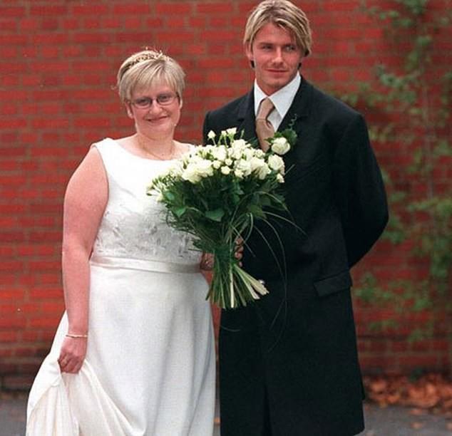Chị gái David Beckham rao bán đồ trên mạng kiếm sống dù có em trai nổi tiếng, giàu có - Ảnh 1.