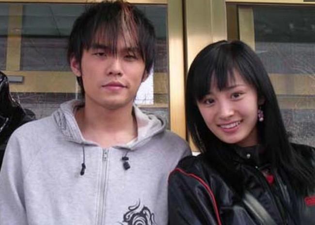 Loạt ảnh đáng giá ngàn vàng của sao Hoa ngữ ngày xưa: Không ngờ Song Hye Kyo là fan ruột của Trương Quốc Vinh - Ảnh 12.