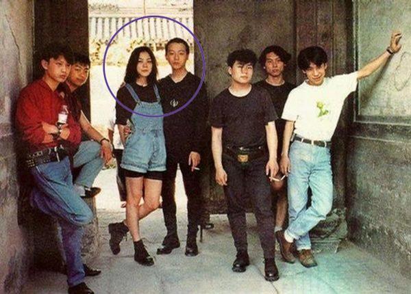 Loạt ảnh đáng giá ngàn vàng của sao Hoa ngữ ngày xưa: Không ngờ Song Hye Kyo là fan ruột của Trương Quốc Vinh - Ảnh 3.
