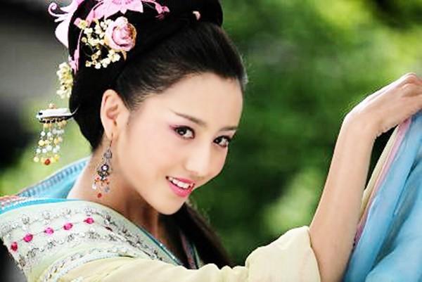 Đâu chỉ có Địch Lệ Nhiệt Ba, Tân Cương còn là vùng đất sản sinh ra hàng loạt mỹ nữ đẹp nghiêng nước nghiêng thành - Ảnh 21.