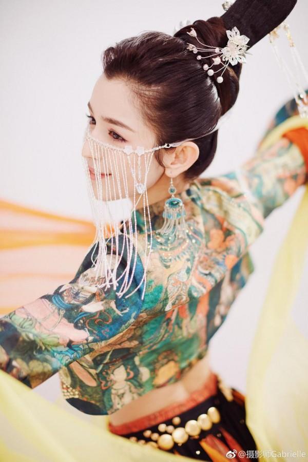 Đâu chỉ có Địch Lệ Nhiệt Ba, Tân Cương còn là vùng đất sản sinh ra hàng loạt mỹ nữ đẹp nghiêng nước nghiêng thành - Ảnh 29.