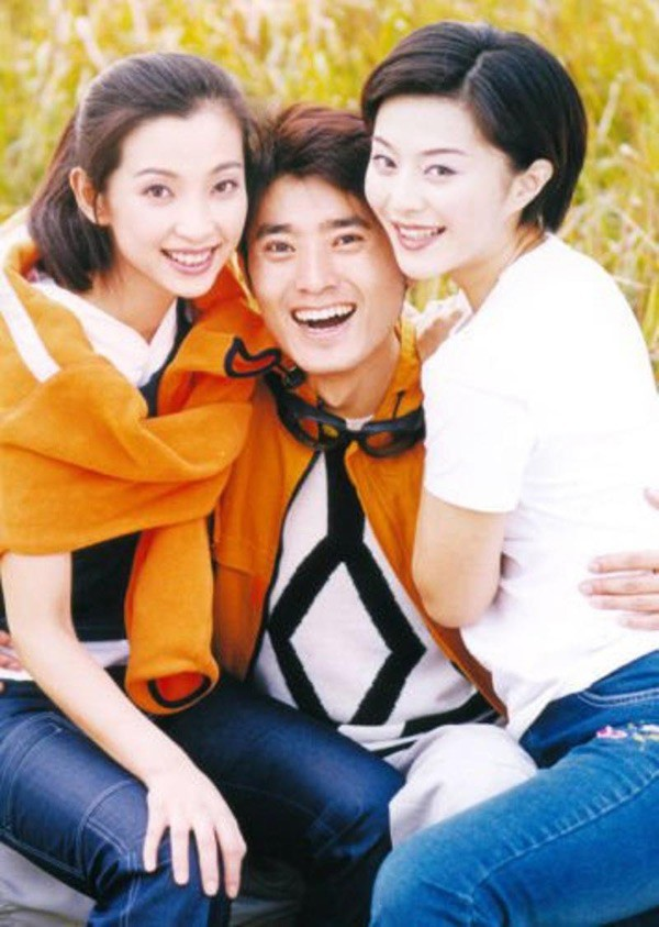 Loạt ảnh đáng giá ngàn vàng của sao Hoa ngữ ngày xưa: Không ngờ Song Hye Kyo là fan ruột của Trương Quốc Vinh - Ảnh 6.