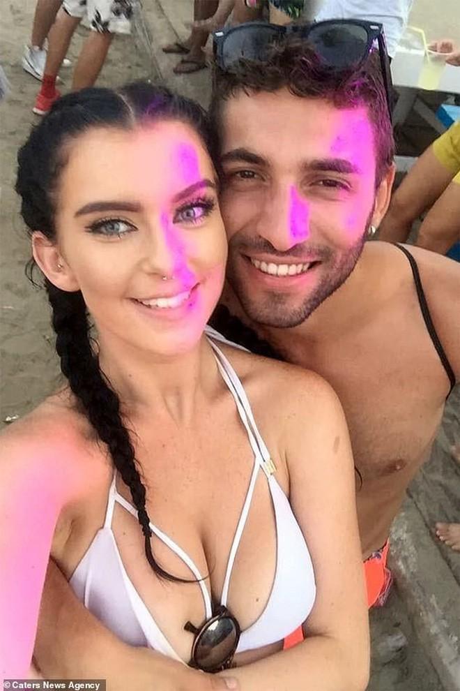 Yêu từ cái nhìn đầu tiên, cô gái Anh và bạn trai Ý hạnh phúc bên nhau 2 năm nhờ Google Dịch - Ảnh 2.