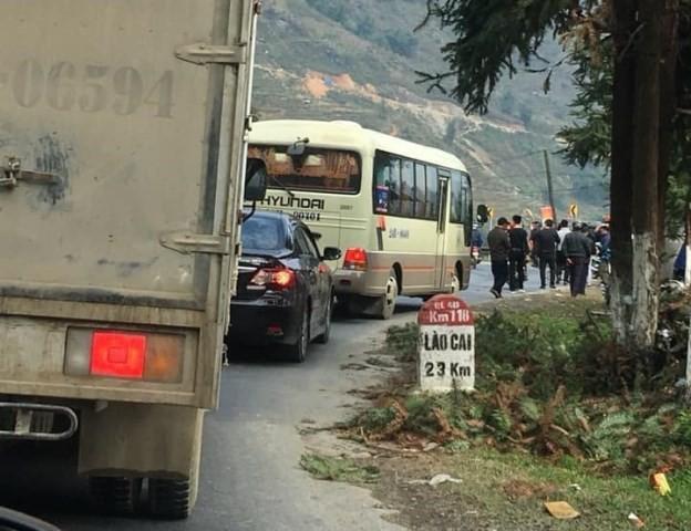 Vụ lật xe khách ở Sa Pa khiến nhiều người thương vong: Chưa rõ lái xe đi đâu - Ảnh 2.