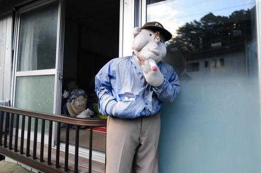 """""""Rùng mình"""" với ngôi làng làm búp bê thế chỗ người chết ở Nhật - Ảnh 17."""