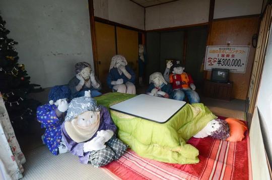 """""""Rùng mình"""" với ngôi làng làm búp bê thế chỗ người chết ở Nhật - Ảnh 18."""