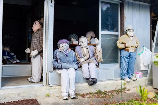 """""""Rùng mình"""" với ngôi làng làm búp bê thế chỗ người chết ở Nhật - Ảnh 20."""