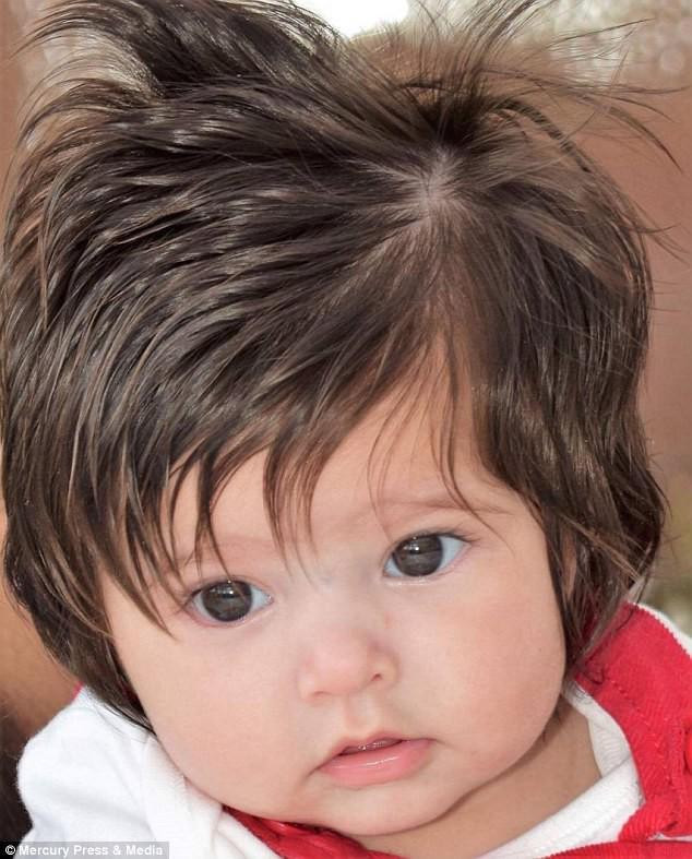 Mẹ lo sợ thấy dấu hiệu lạ trên đầu thai khi siêu âm, không ngờ con chào đời đã nổi tiếng, ngàn người hâm mộ - Ảnh 3.