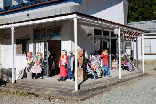 """""""Rùng mình"""" với ngôi làng làm búp bê thế chỗ người chết ở Nhật - Ảnh 5."""