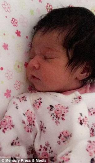 Mẹ lo sợ thấy dấu hiệu lạ trên đầu thai khi siêu âm, không ngờ con chào đời đã nổi tiếng, ngàn người hâm mộ - Ảnh 10.