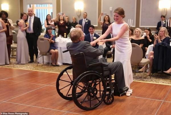 Cha già ngồi xe lăn nhảy cùng con gái trong lễ cưới gây xúc động - Ảnh 5.
