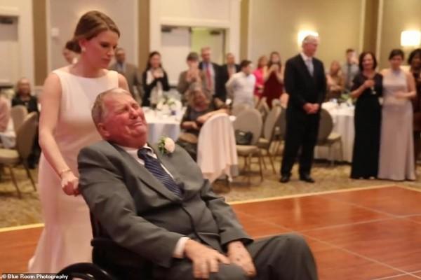 Cha già ngồi xe lăn nhảy cùng con gái trong lễ cưới gây xúc động - Ảnh 6.