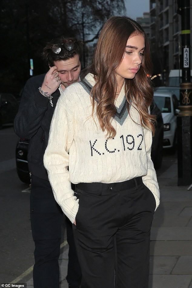 Đây là động thái của vợ chồng Beckham giữa tin đồn bị Angelina Jolie phá hoại hạnh phúc hôn nhân - Ảnh 5.
