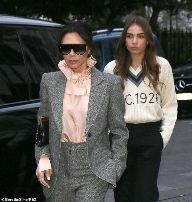Đây là động thái của vợ chồng Beckham giữa tin đồn bị Angelina Jolie phá hoại hạnh phúc hôn nhân - Ảnh 6.