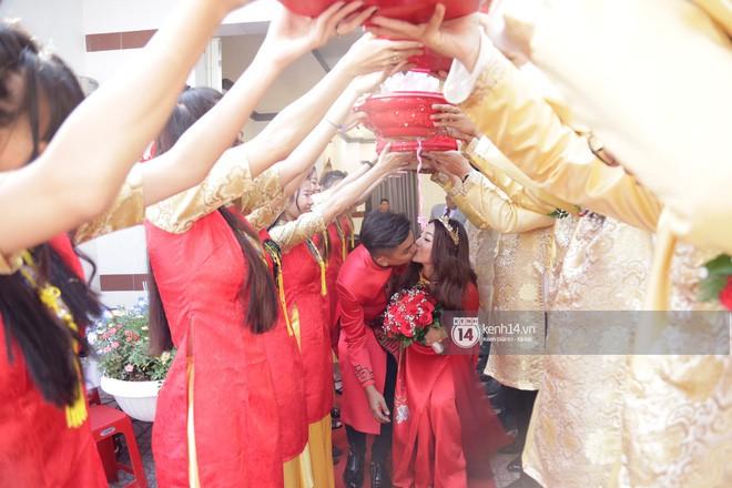 MiA rạng rỡ diện áo dài đỏ, đeo vàng đầy tay trong lễ rước dâu tại quê nhà Vĩnh Long - Ảnh 8.