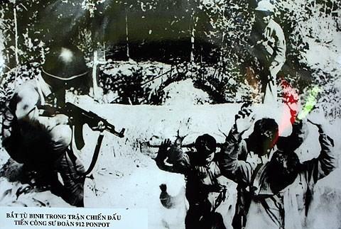 Tội ác man rợ của lính Pol Pot với quân tình nguyện Việt Nam: Trả thù cả người đã chết - Ảnh 3.