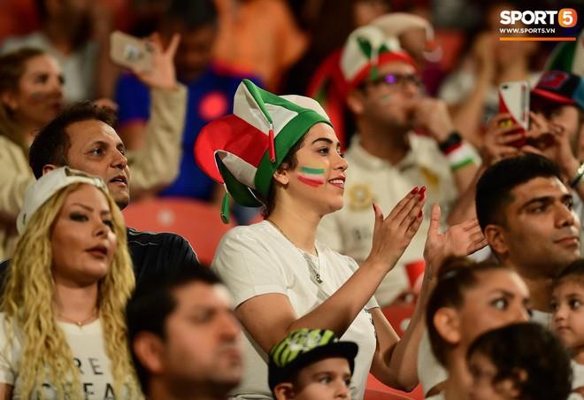 Fangirl Iran đẹp xuất thần trong ngày đội nhà giành chiến thắng đậm trước Yemen - Ảnh 11.