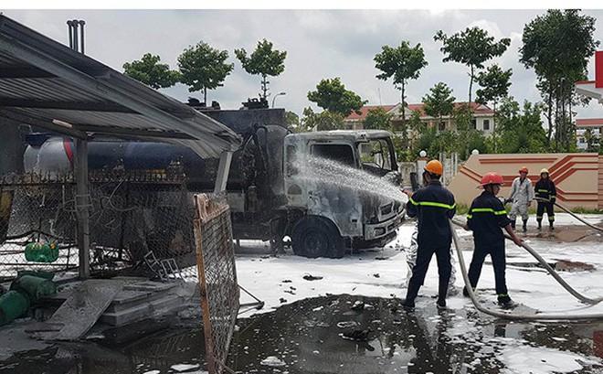 Chủ tịch Cần Thơ chỉ đạo dẹp cây xăng bán lụi trên đường Nguyễn Văn Cừ - Ảnh 2.