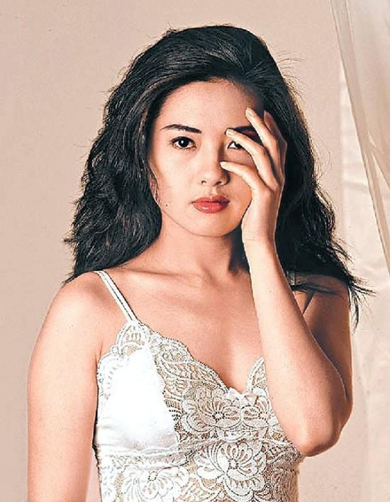 Nhan sắc trẻ trung ở tuổi 53 của nữ hoàng phim nóng làm khuynh đảo Hong Kong một thời - Ảnh 7.