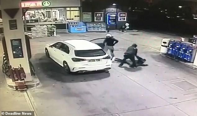 Vừa đổ xăng xong, người phụ nữ bất ngờ bị cướp xe song may mắn thoát nạn nhờ làm 1 việc - Ảnh 3.