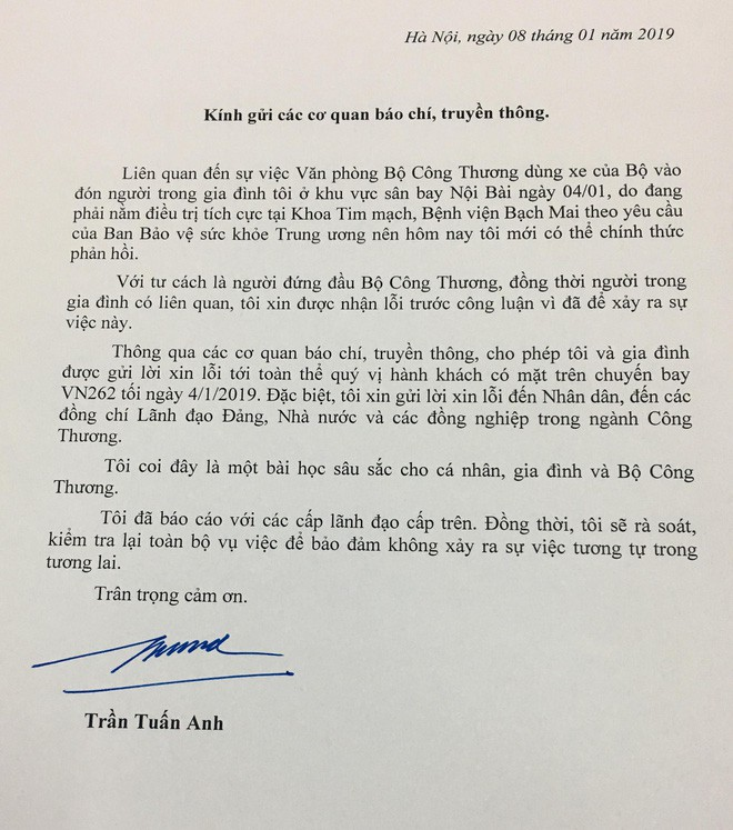 Vì sao Bộ trưởng Trần Tuấn Anh xin lỗi sau 4 ngày xảy ra sự việc ô tô biển xanh đón vợ con? - Ảnh 1.